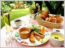 素敵な朝はデッキで朝食を・・・。