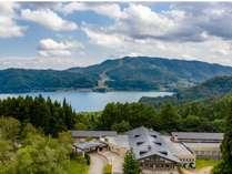 青木湖を望む
