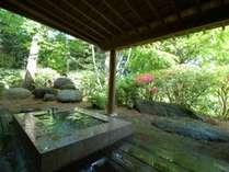 鳥のさえずりを聞きながら優雅なひとときをお過ごし下さい客室露天風呂例