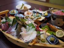 *地魚を盛り込んだ舟盛りは自慢の一品!(一例)