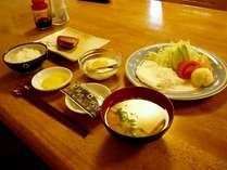 朝食の一例です。和食は和食になります。