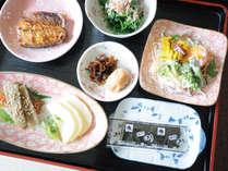 【朝食】やさしい味付けの家庭の朝ごはんです。