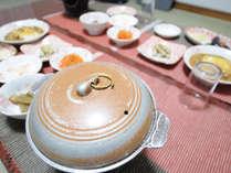 【夕食】素朴な温かみのある家庭料理です。