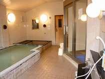 白馬塩の道天然温泉使用の大浴場。家族にもオススメ