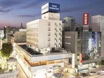 ホテルまでは藤沢駅から徒歩5分。繁華街の中に位置しており何かと便利です。