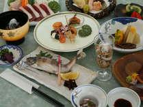 *山里の膳●清流の膳に天ぷらや三種盛りなどをプラス。当館イチオシおすすめコースです
