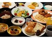 朝食はB1Fの日本料理志摩にて、和洋のビッフェをご提供