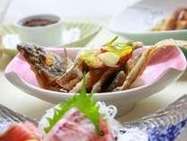 ご夕食にはパムコ名物でっかいカレイの唐揚げが!!