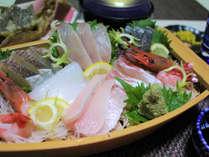 お一人様にどーんと舟盛り付!7種類もの若狭湾の季節の魚を楽しめます