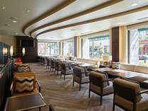 【ゲストラウンジ】宿泊者限定の特別スペース。コーヒーやミネラルウォーターはご自由に!