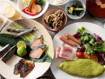 【朝食風景】厳選した食材で作る和食・洋食の数々を、ビュッフェスタイルでお届けします。