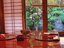 お庭を眺めながらゆったりとお食事の時間をお楽しみください