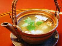 【夕食一例】香り高い松茸土瓶蒸し