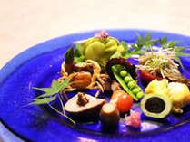 目にも美味な季節の料理 夏の先付けイメージ