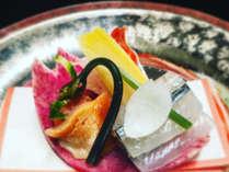 厳選された食材を使い、趣向を凝らし美しく仕立てた日本料理の美をお楽しみ下さい。
