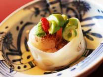 伝統的な技法で旬な食材を調理した、創作和食をお楽しみいただけます。