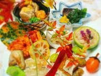 四季折々の味覚を熟練した職人が丁寧にお造りします多彩なお料理をお楽しみください。