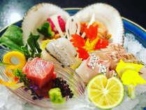 見た目にも美しい盛り付けや、料理人の創作工夫を凝らしたお料理が特徴です。