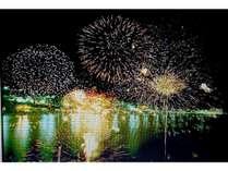 湯河原の船上花火大会です、7月と8月の2回開催されます