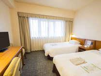 【お部屋の広さ】21.2㎡~ シモンズ社製ベッド使用 ごゆっくりお寛ぎ頂けるツインルーム (一例)