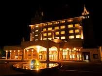 *【夜】夜の胎内高原に建つお城のような外観のホテル