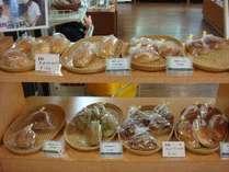 *【お勧めお土産】ホテル内で焼き上げる米粉パンはレストラン脇のベーカリーコーナー「LORO」(ロロ)で販売
