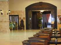*【ロビー】フロントロビーと同じ1階にあるレストラン入口
