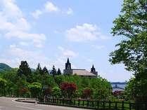 *【夏】緑に囲まれたホテル外観に高原リゾート気分が盛り上がります