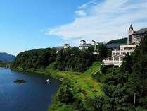 *【夏】目の前の胎内川と青空が美しい