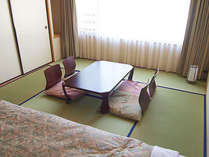 *【和洋室】畳部分は窓側に6畳分あります