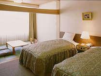 *【和洋室】畳部分とベッド部分はふすまで仕切ることができます