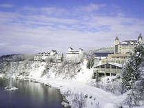 *【冬】雪が降って白い世界になるとヨーロッパの古城風の外観が映えます