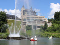 夏:ホテルとボート