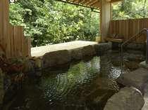 緑に包まれた露天風呂(男性用)