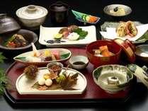 会席料理コース 旬の素材を料理長のワザ・こころで味付けされた料理のオムニバス、とくとご賞味あれ!