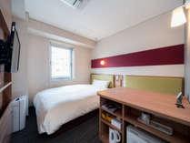 シングルルームワイドベッド(150cm幅)・静かで清潔なお部屋