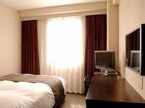 セミダブルサイズの140cm幅のベッドをご用意しております。