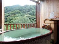 【信楽焼きの露天風呂付き客室】源泉掛け流しの贅沢をお部屋でも。