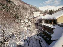 『外観』(墨絵の様な景色が広がる冬の景観)冬は真っ白な雪に包まれる幻想的なみなかみ。
