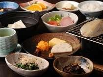 【料理:例】「美味しいけど食べきれないよ~」と評判の和食朝食(例)※時期によって異なります
