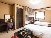 ウエスト館はツインベッドと2段ベッドがあります