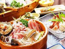 朝獲れの海の幸満載の夕食。只今、「サザエのつぼ焼き&カニ刺身」のWサービス中♪