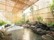 【夢殿露天風呂】緑に囲まれた風情あるお風呂です。