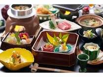 瀬戸内の海産中心の会席料理です。季節毎の旬をお召し上がり下さいませ