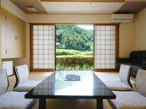 窓からは田舎の風景が見え、のんびりとした時の流れの中で移りゆく四季をおたのしみいただけます。