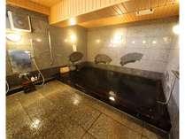 【檜の湯】無垢材を用い、漆で仕上げた古代檜風呂。東京初!!