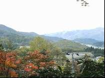 客室からの秋の紅葉の眺望です