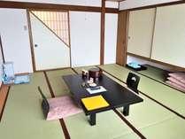 10畳のペット用和室でのんびりと