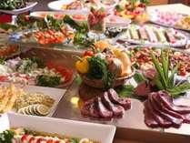 【夕食バイキング】旬の厳選素材を使用した、料理長快心のメニューをご賞味ください。※写真はイメージ