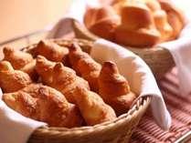 【朝食バイキング】焼き立てのパンが人気です